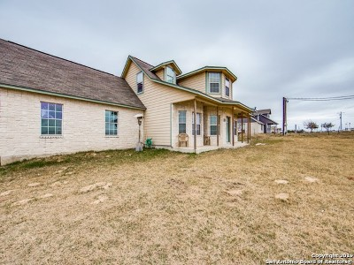 Floresville Single Family Home New: 1231 County Road 320