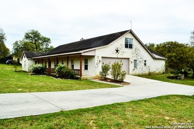 La Vernia Single Family Home Active Option: 1440 Country Hills Dr