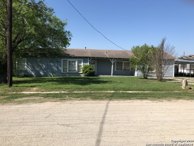 Atascosa County Single Family Home New: 218 S Yule Ave