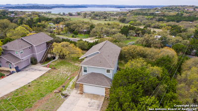 Canyon Lake Single Family Home For Sale: 700 Oak Leaf Dr