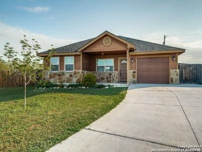 Atascosa County Single Family Home New: 529 Indian Xing