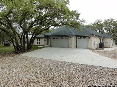 Floresville Single Family Home New: 509 Cork Rd
