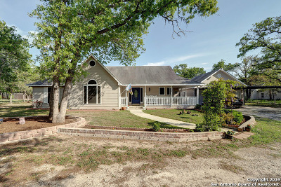 Floresville Single Family Home Active Option: 776 Killarney Rd
