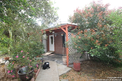 Castroville Manufactured Home For Sale: 421 County Road 574