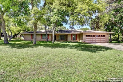 Schertz Single Family Home For Sale: 1205 Antler Dr