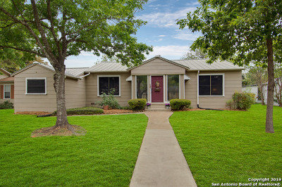 Single Family Home For Sale: 147 Larchmont Dr