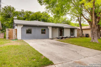 Single Family Home For Sale: 3823 Briar Hollow St