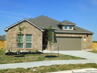 Schertz Single Family Home For Sale: 5016 Arrow Ridge