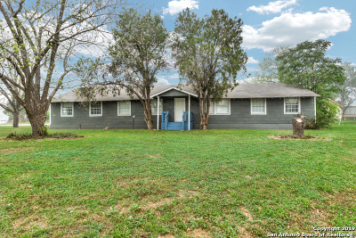 Atascosa County Single Family Home Active Option: 506 W Avenue D