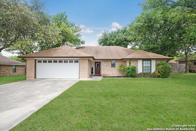 Seguin Single Family Home Active Option: 810 Country Club Dr