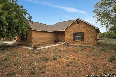 Atascosa County Single Family Home New: 635 Cimarron Sq
