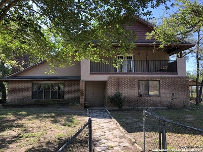 Floresville TX Single Family Home New: $355,000