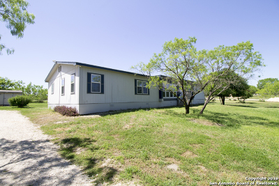 Castroville Manufactured Home New: 199 County Road 5635