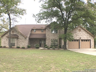 La Vernia Single Family Home Back on Market: 115 Oak Creek Dr