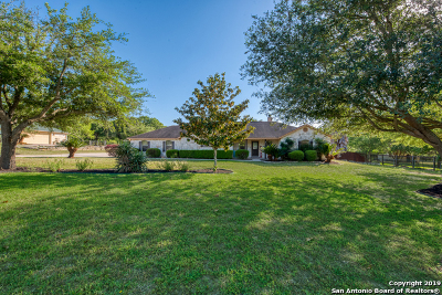 La Vernia Single Family Home Active Option: 1260 Country View Dr