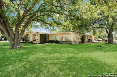 Single Family Home For Sale: 642 Robinhood Pl