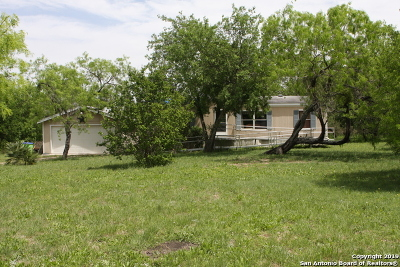 San Antonio Manufactured Home For Sale: 125 County Road 3829