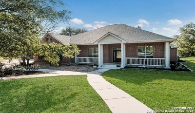 Atascosa County Single Family Home For Sale: 855 Mc Connell Rd