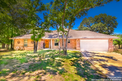 La Vernia Single Family Home New: 149 Great Oaks Blvd