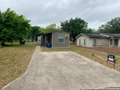 Atascosa County Single Family Home New: 265 Tagert St