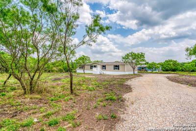 Castroville Manufactured Home For Sale: 231 County Road 5633