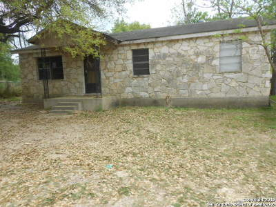 Atascosa County Single Family Home For Sale: 407 Timbercreek Dr