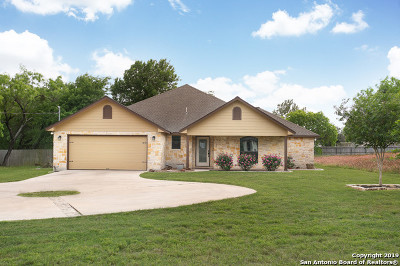 Floresville Single Family Home New: 435 4th St