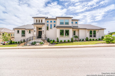 Single Family Home For Sale: 302 Majestic Bluff
