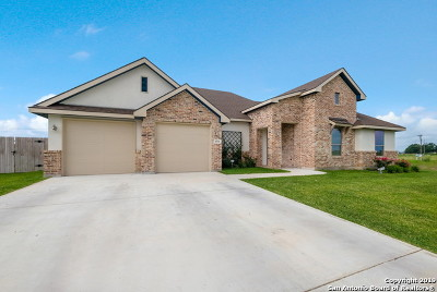 Seguin Single Family Home New: 1551 Prairie Pass
