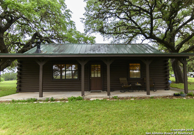 Bandera County Single Family Home For Sale: 529 Appaloosa Hollow