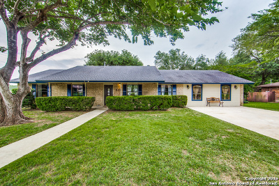 Floresville Single Family Home Price Change: 610 Elm St
