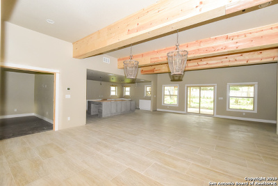 New Braunfels Single Family Home For Sale: 1440 Flaming Oak Dr