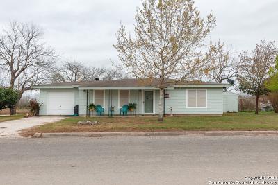 Atascosa County Single Family Home For Sale: 990 Shamrock