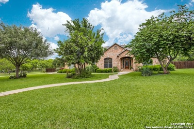 Floresville Single Family Home Active Option: 104 Oaklawn Dr