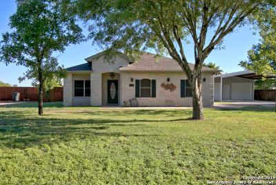 Seguin Single Family Home For Sale: 114 Santa Anna Dr