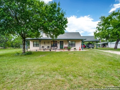 Atascosa County Single Family Home For Sale: 75 Brook Meadow Dr