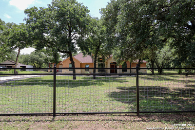 Floresville Single Family Home Active Option: 856 Paddy Rd
