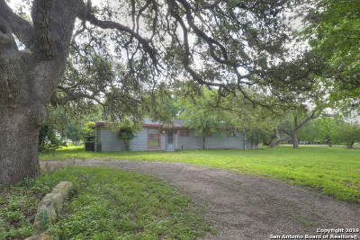 Cibolo Single Family Home Active Option: 424 Lower Valley Ln