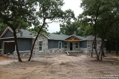 La Vernia Single Family Home For Sale: 263 Cibolo Ridge Dr