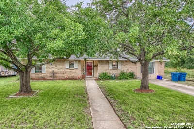 Atascosa County Single Family Home Active Option: 527 Low Meadow Dr