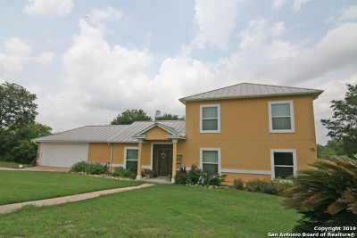 Castroville Single Family Home For Sale: 105 River Trl