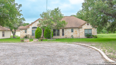 Floresville TX Single Family Home Active Option: $375,000