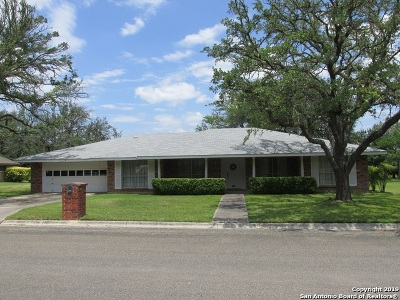 Hondo Single Family Home Back on Market: 1204 Acorn Rd