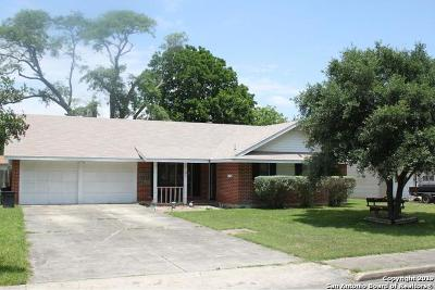 Schertz Single Family Home For Sale: 121 Roundtree Dr