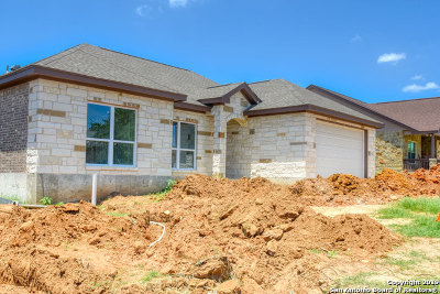 Floresville Single Family Home For Sale: 112 Ridgecrest