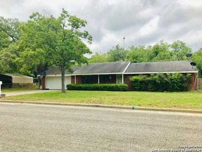 Atascosa County Single Family Home New: 1103 Oakcrest Dr