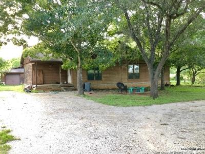 La Vernia Single Family Home Active Option: 3049 Rakowitz Rd