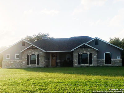 La Vernia Single Family Home New: 137 Sendera Crossing
