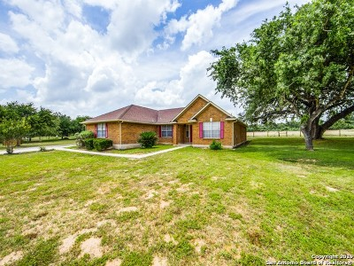 Floresville Single Family Home For Sale: 269 Cimarron Dr