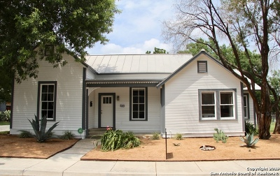 Single Family Home For Sale: 303 Devine St